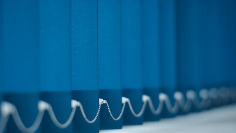 Lamellgardiner är ett dekorativt sätt att kombinera funktion med en textil känsla.